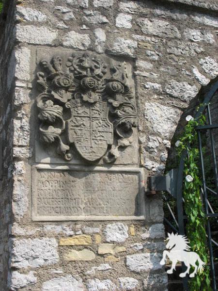 Das Wappen am Toreingang